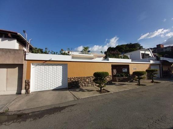 Casa En Venta En El Paraiso 21-13897 Adriana 0414 3391178