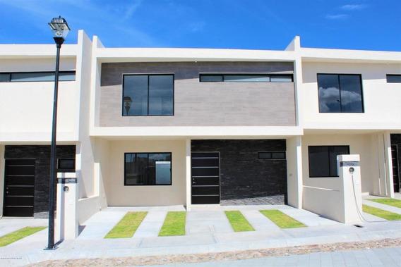 Casa En Venta En El Refugio, Queretaro, Rah-mx-20-3371