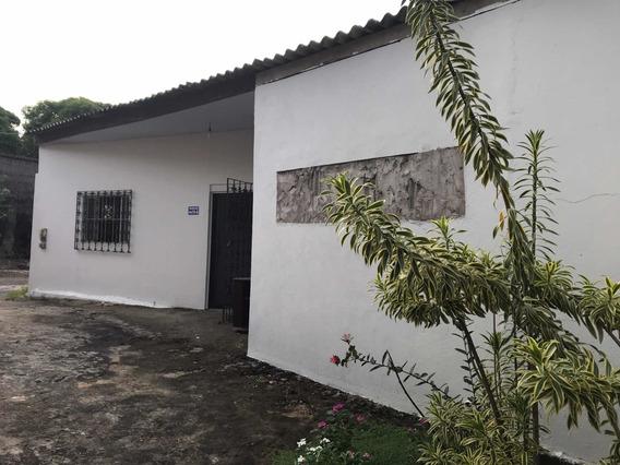 Casa De Dois Quartos, 1wc, Garagem, Sala, Área De Serviço