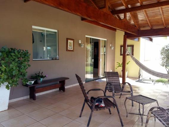 Casa Com 03 Dormitório Em Águas De São Pedro-sp - 210