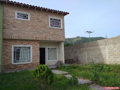 Townhouses En Venta 04243053221