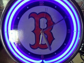 Reloj De Los Medias Rojas De Boston Con Neon Una Belleza