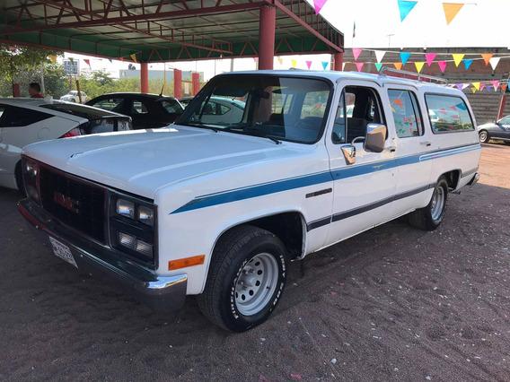 Chevrolet Suburban Básica Estándar