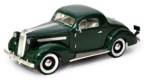 1936 Pontiac Deluxe - Escala 1:18 - Signature Models