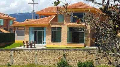 Casa De 6 Ambientes, 5 Baños Y Jardin La Calera Pueblo, Conj