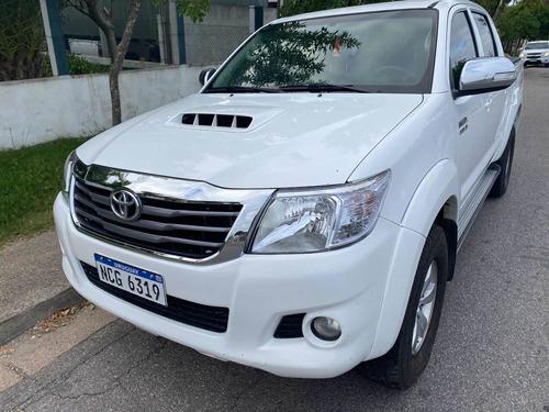 Toyota Hilux 3.0 Cd Srv Cuero Tdi 4x4 5at - A4 2015