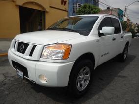 Nissan Titan 4p Crew Cab S V8 5.6 Aut 4x4