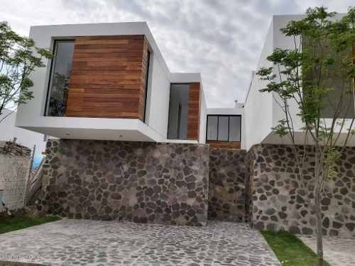 Casa En Venta En Canadas Del Arroyo, Corregidora, Rah-mx-19-1753