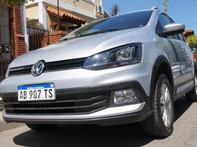 Volkswagen Suran Cross (caja 6ta + Techo Solar + Navegador)