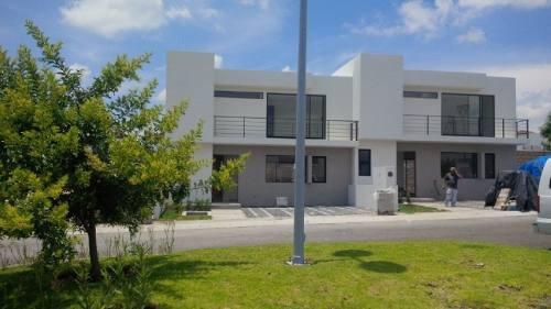 Casa En Venta. Juriquilla San Isidro // Rcv160512-vm