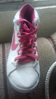 Tenis Marca Nike Número 4 Semi Nuevos En Perfecta Condicion