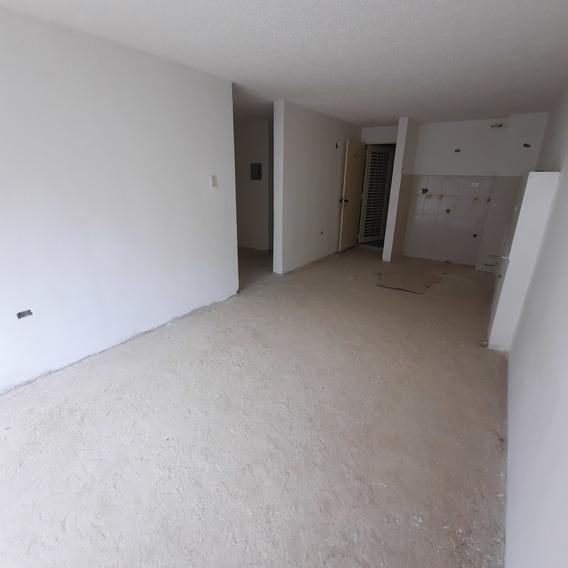 Apartamento En Venta Los Naranjos Humboldt 2h- 1b- 2p