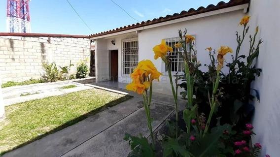 Casa En Venta Urb Los Sauces Av Aragua Cod 20-24344 Ajgs