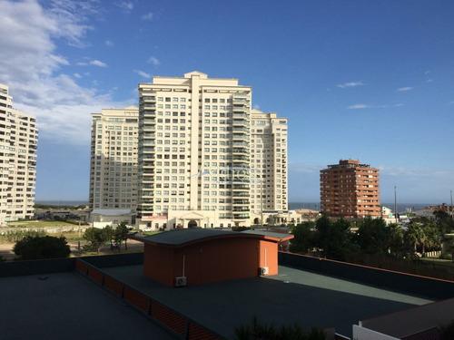 Apartamento Con Vista Al Mar- Ref: 3077
