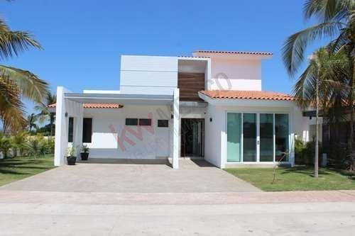 Venta De Casa Con Roof Garden Ubicada En Residencial Los Tigres En Nuevo Vallarta. Acceso A La Casa Club.