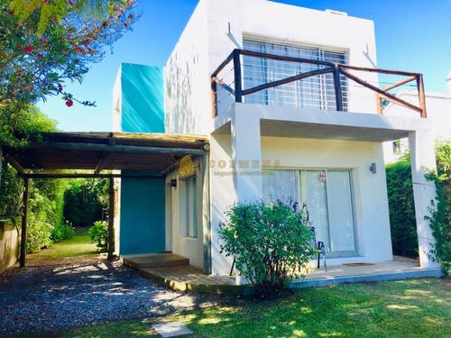 Muy Linda Casa Moderna En La Barra A Pocas Cuadras De La Playa.- Ref: 3522