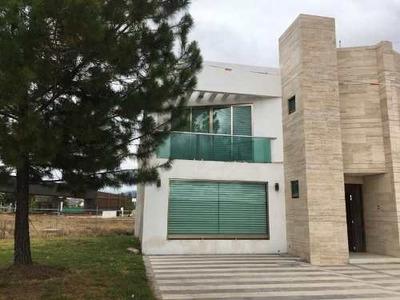 Casa Sola En Venta Residencia En Privada Dolores, Moderna Y Totalmente Equipada