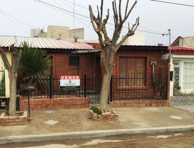 Se Vende Casa De Tres Dormitorios, B° Covimar 1 - Pto Madryn