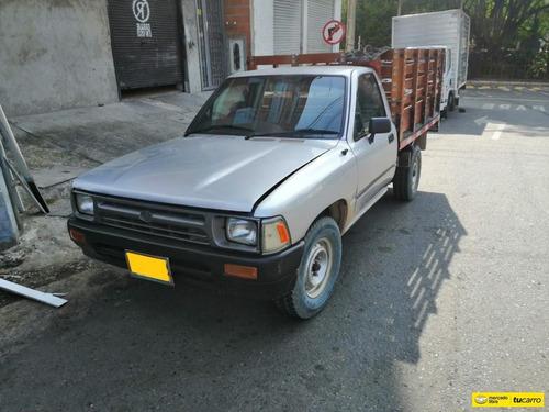Toyota Hilux Mt 2400cc 4x2