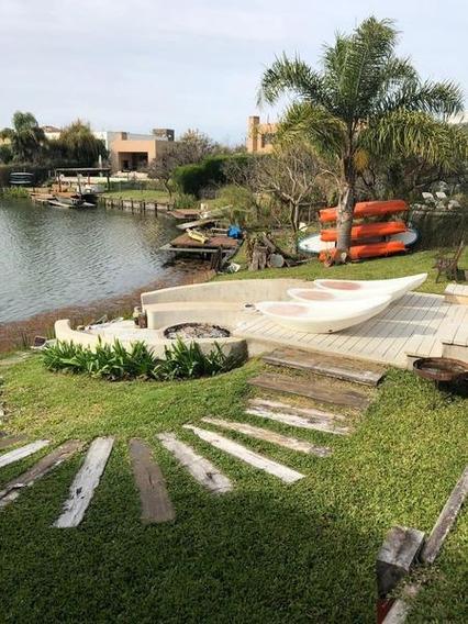Espectacular Casa A La Laguna Central En Los Castores Ii