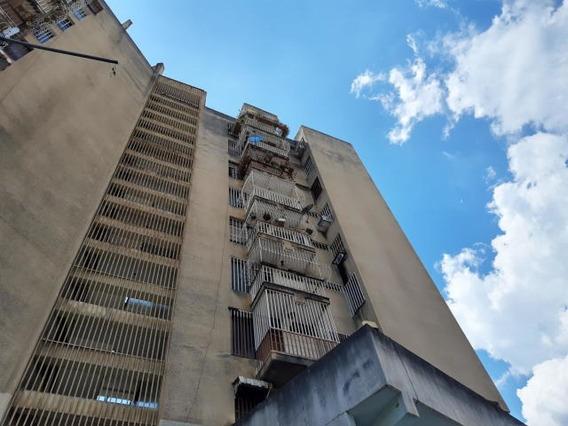 Apartamento En Avenida 19 De Abril Maracay Zp19-19985