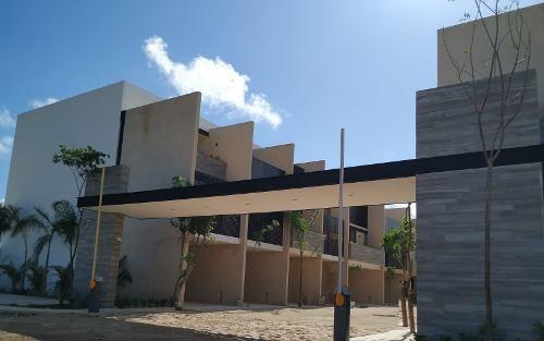 Townhouse En Venta, Privada En Temozón Norte. Thv-5004