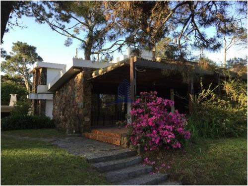 Casa En Venta 4 Dormitorios,pinares - Ref: 724