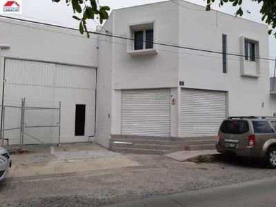 Bodega Comercial En Renta Renta Amplia, Ubicada En Colima; Con Acceso A Trailer...