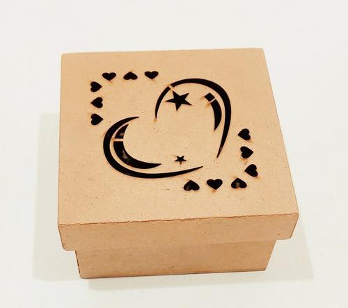 Imagem 1 de 5 de Kit 10 Caixas Lembrancinhas 9x9x5 Desenho Coração Laser Mdf