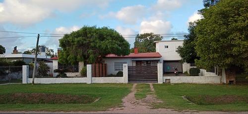 Venta. Dos Casas, Más Dos Apartamentos. Ideal Dos Familias.