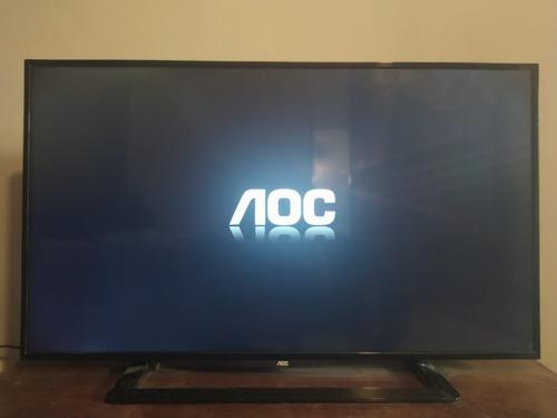 Imagem 1 de 5 de Tv 43 Aoc-conversor Digital + Hd Led-com Suporte Articulado