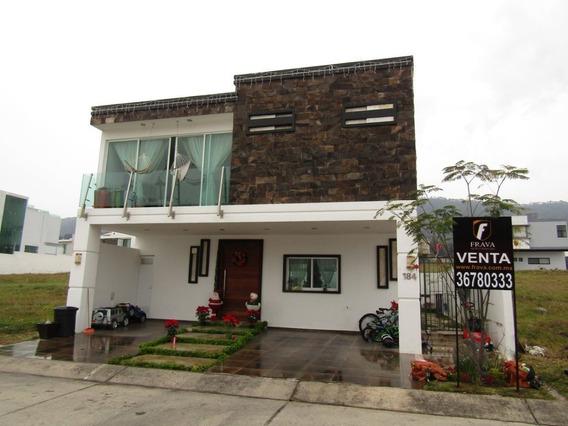 Casa En Venta En Los Robles Coto Helechos