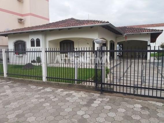 Linda Casa Com Piscina E 3 Dormitórios, Sendo Uma Suíte - 8853