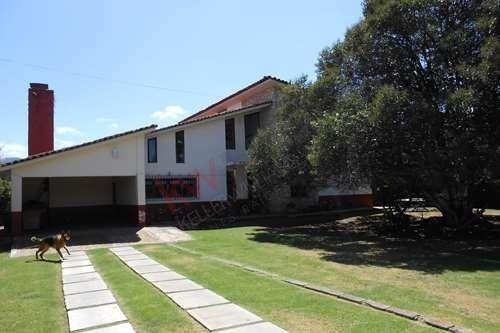 Residencia Estilo Campestre Con 1200mts De Superficie.