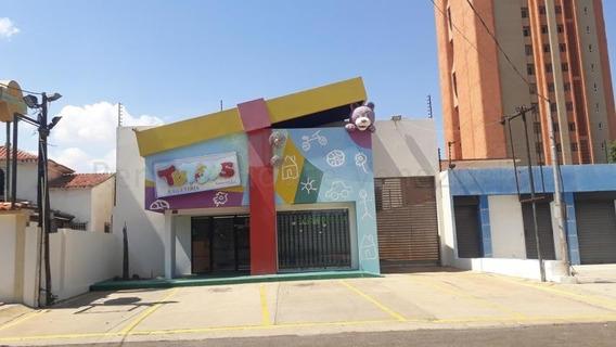 Luis Infante Mls# 20-8050 Local Tierra Negra