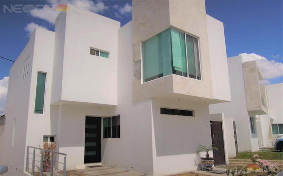 Moderna Y Acogedora Casa Residencial En Venta En Fracc. Horizontes I