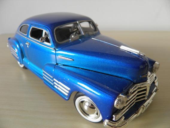 Chevrolet Aerosedan 1948 Fleetline - Escala 1-24 - Motor Max