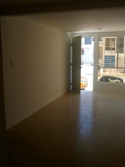 Casa Duplex, Planta Baja, Dos Recámaras, Baño Completo.