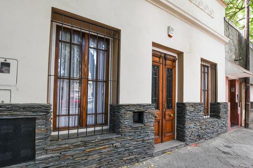 Casa De 3 Dormitorios Con Parrillero Terraza Patio Y Jardín Centro Echesortu