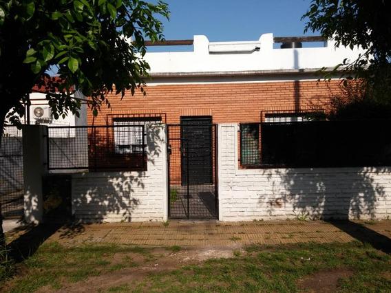 Venta Casa En Caseros 3 Ambientes Lote Propio C/entrada Auto