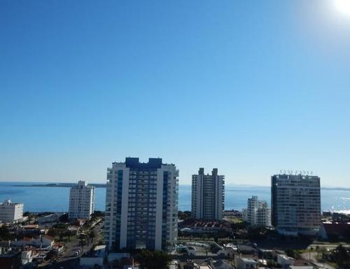 Venta De Apartamento 1 Dormitorio Y Medio En Playa Mansa
