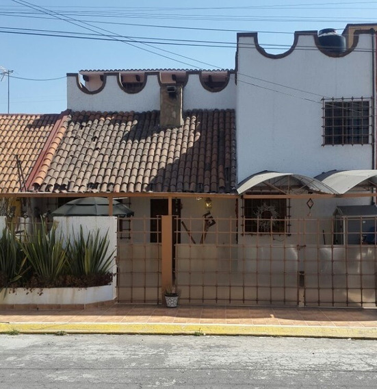 Venta De Casa Frente A Aeropueto De Toluca, Bien Ubicada