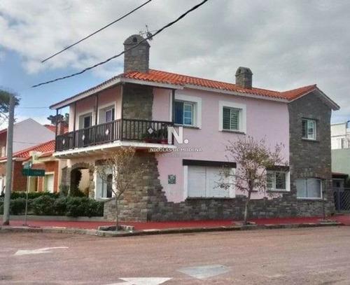 Hermosa Casona Frente Al Mar!! 4 Dormitorios Y 3 Baños!!- Ref: 3860