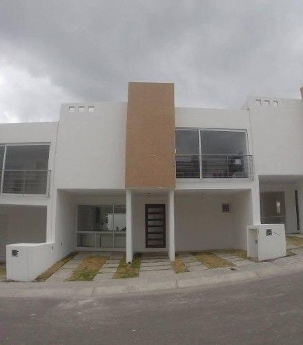 ¡¡ Hermosa Casa En Venta En Fraccionamiento Exclusivo Zibata !!