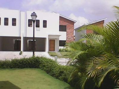 Casa De Dos Niveles En Alquiler En Ciudad Modelo