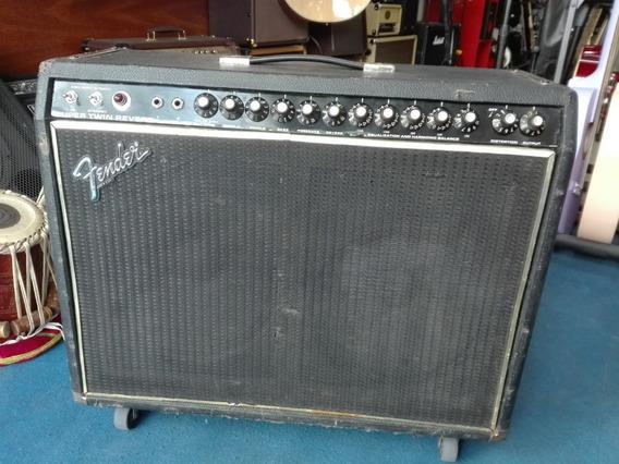 Amplificador Valvular Fender Supertwin Reverb
