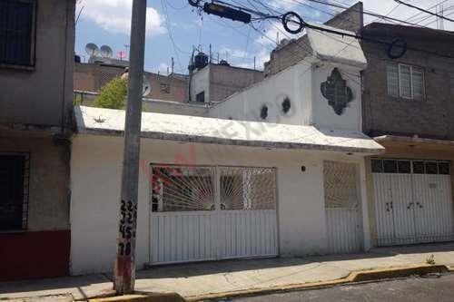 Casa En Venta Municipio De Nezahualcoyotl, Col. La Perla