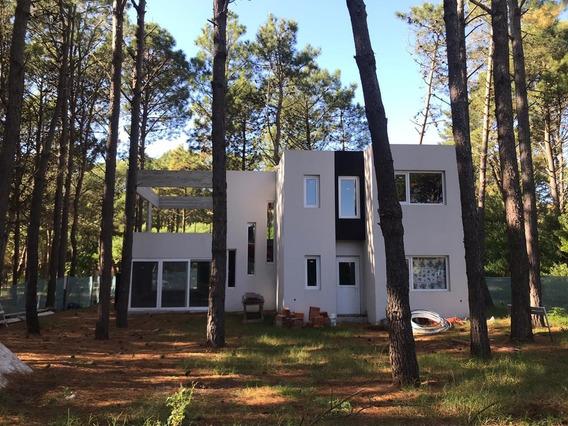 9378 - Moderna Casa Sobre Blvd. Eros