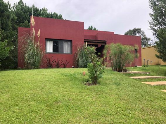 Casa En Costa Esmeralda Barrio Deportivo