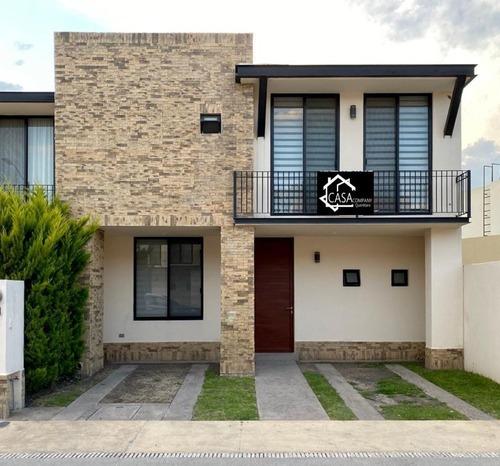 Se Vende Preciosa Casa En Puerta De Piedra, 3 Recamaras, 3 Baños, Salatv, Jardín
